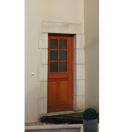Encadrements de porte et porte fenêtre avec montage en harpe en pierre naturelle du Chatillonnais, vieillie